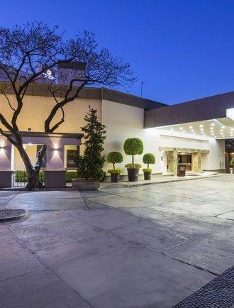 Entrada Hotel Krystal Satélite María Bárbara Tlalnepantla de Baz