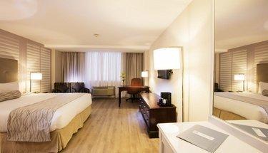 Habitación deluxe king Hotel Krystal Satélite María Bárbara Tlalnepantla de Baz